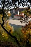 NSG Weltenburger Enge mit Kloster Weltenburg und Donau im Herbst, Landkreis Kelheim, Bayern, Deutschland